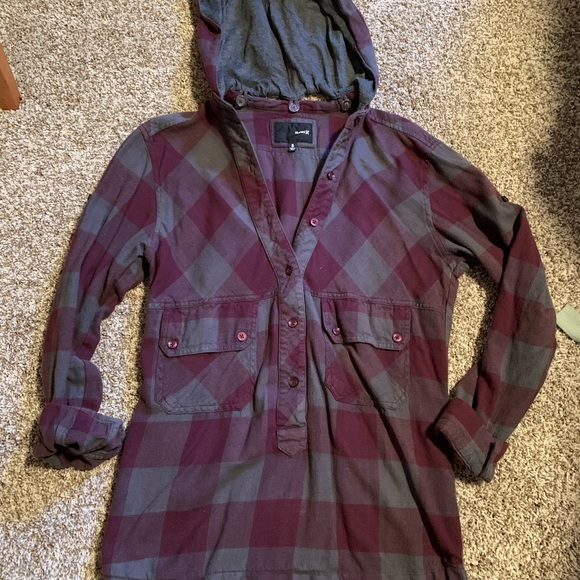 Final Price ⭐️ Hurley hooded flannel